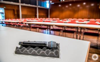 Kongressbestuhlung im Kronensaal der Stadthalle Eislingen, Blick vom Podium in den Saal