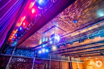 Lichtspiele mit Discokugel in der Stadthalle Eislingen